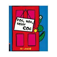 O señor Coc abre a porta da súa casa