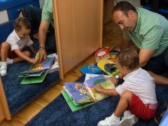 Buscade un tempo e un lugar para ler cos vosos fillos