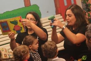 Momento do conto no Bebencontro da Biblioteca Infantil e Xuvenil