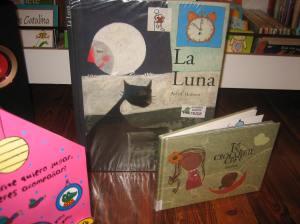 Portadas dos libros La luna de Anne Herbauts y Té, Chocolate Café de Golfiños