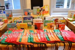 Materiais preparados para o préstamo da Bebeteca
